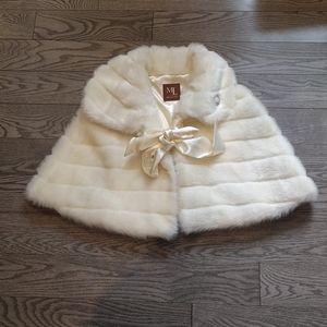 Beautiful white cape by Melanie Lyne🌸🌸🌸🌸🌼